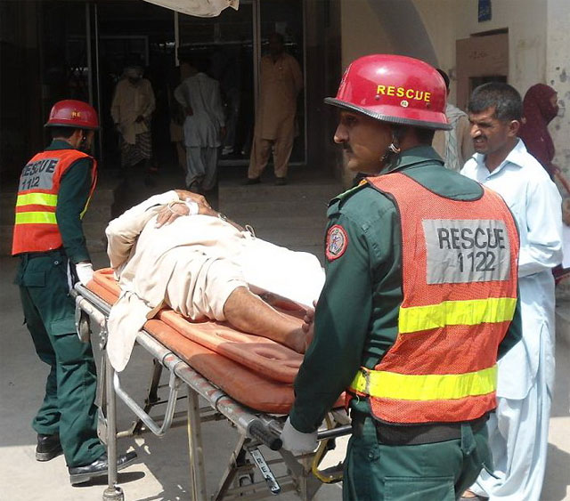 Deadly traffic mishap claims 11 lives in Nawabshah