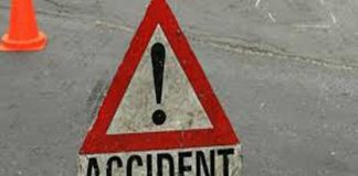 Five killed as passenger bus rams into truck in Muzaffargarh