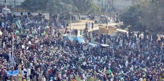 Faizabad crackdown sparks protests in Lahore