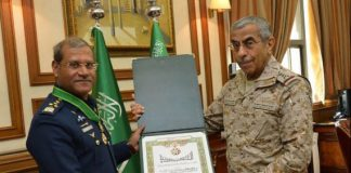 Air chief awarded King Abdul Aziz Medal of Excellence by Saudia