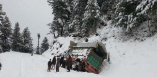 Numerous tourists remain stranded after heavy snowfall in mountainous areas