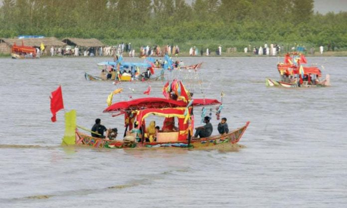 2 students missing, 13 rescued as boat drowns near Sardaryab