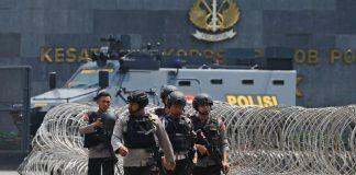 Prisoners kill five Indonesian police, take one hostage in jail clash