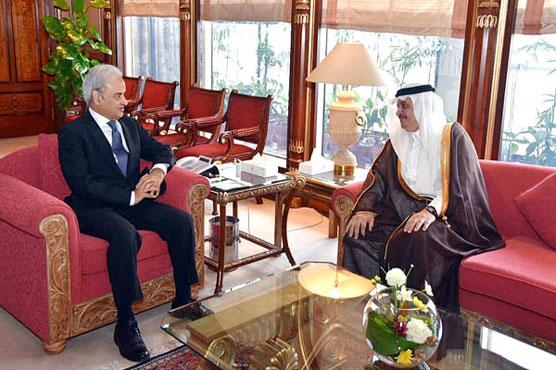 PM reiterates commitment to further enhance Pak-Saudi ties