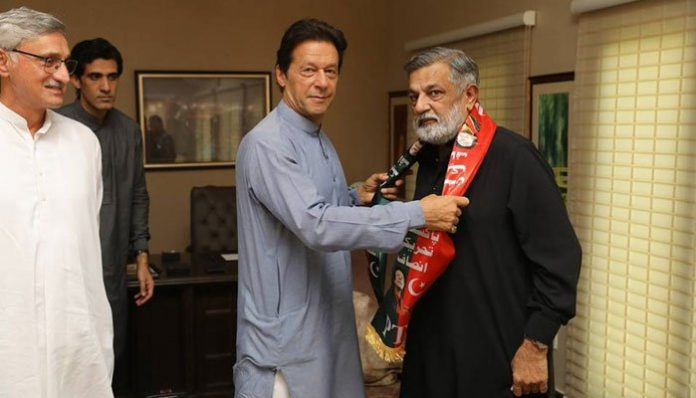 Former MQM-P lawmaker Rashid Godil meet Imran Khan, joins PTI