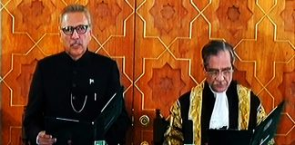 Arif Alvi takes oath as 13th President of Pakistan