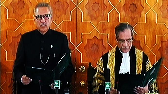 Arif Alvi takes oath as 13th President of Pakistan