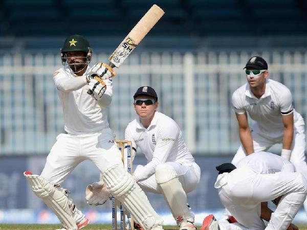 1st Test: Hafeez ton helps Pakistan dominate Australia