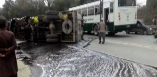 Oil tanker overturns in Mansehra, people rush to collect fuel
