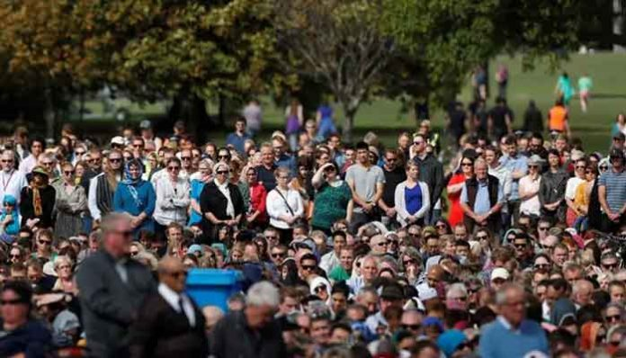 Thousands attend remembrance service in honour of martyred Muslims
