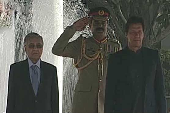 Malaysian PM Mahathir Mohammad receives guard of honor at PM House