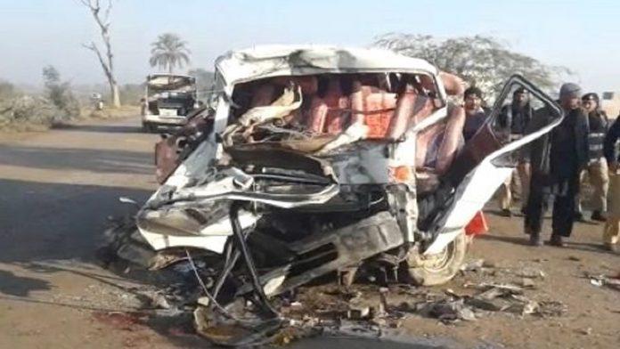 Truck, van collision leaves 11 people dead in Mastung
