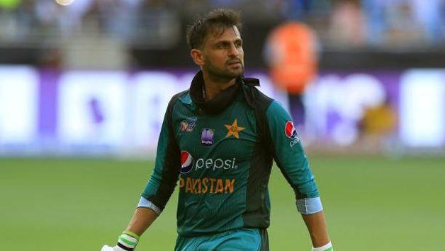 Shoaib Malik rejoins Pak cricket team in England
