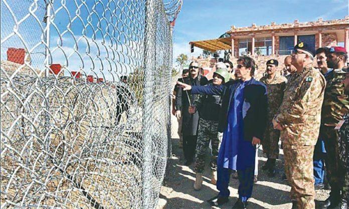 PM Imran, COAS Bajwa visit LoC, meet troops and martyrs' families: ISPR