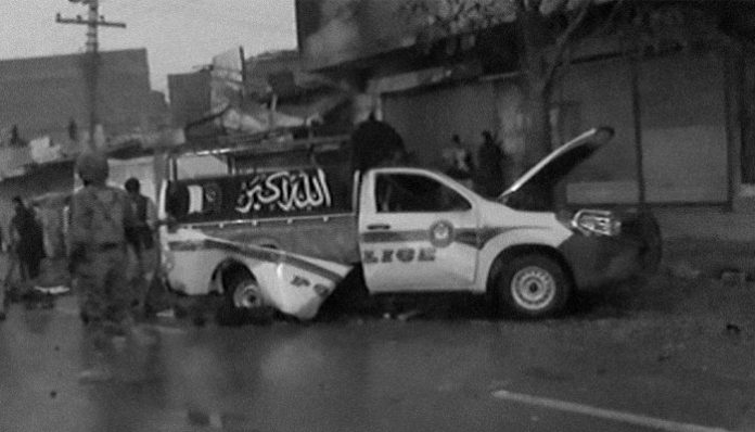 Cop martyred, 10 injured as blast targets police vehicle in Quetta