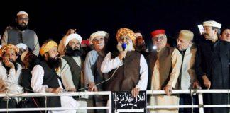Maulana Fazlur Rehman warns govt of blocking entire country