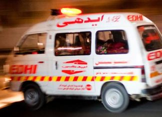 13 killed as coach collides with richshaw in Matiari