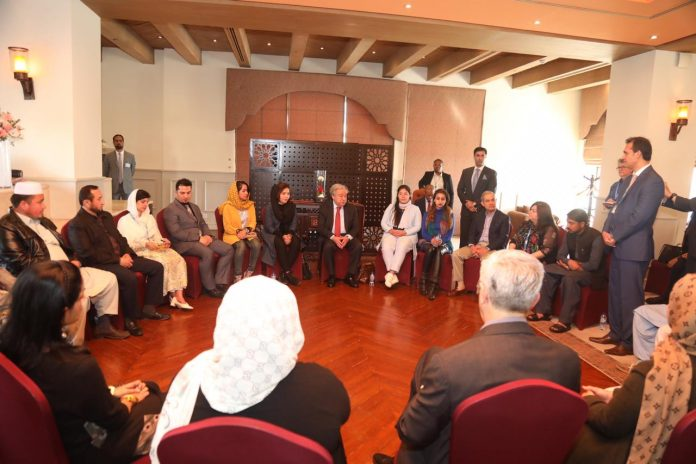 UN chief meets refugees in Islamabad, hails Pakistan's hospitality