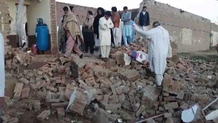 Minor killed, five injured in gas leak explosion in Karak