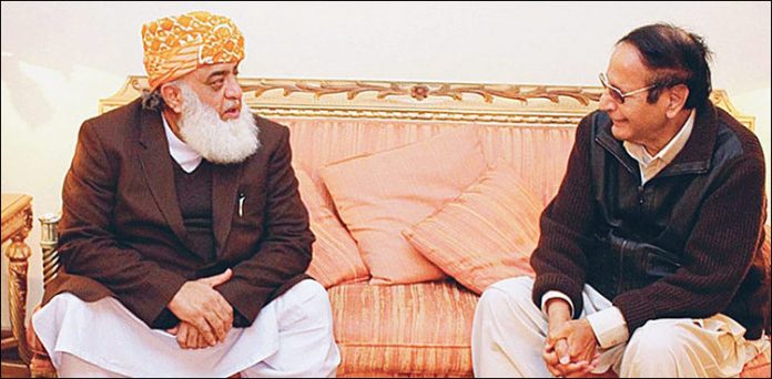 Chaudhry Shujaat, Maulana Fazl discuss political situation on phone call