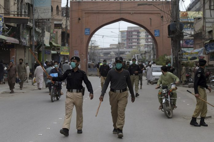 Doctors warn govt against lifting COVID-19 lockdown