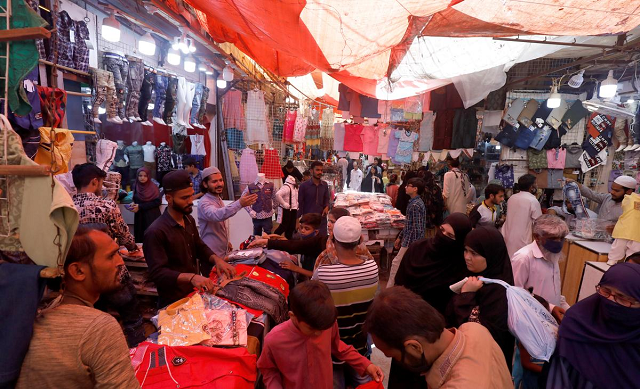 Three markets sealed in Karachi over violation of COVID-19 SOPs
