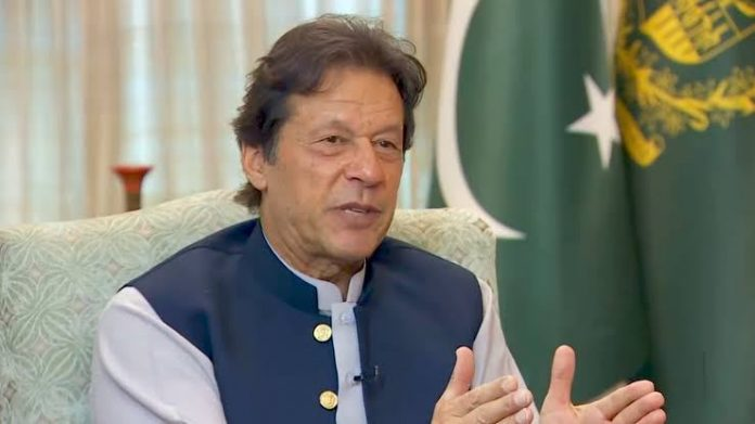 PM Imran opposes complete lockdown to contain COVID-19