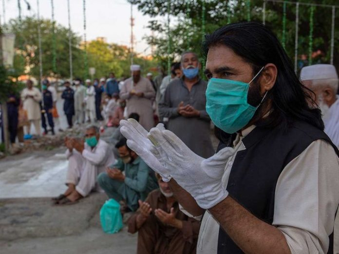 Pakistan reports record 136 more COVID-19 deaths as cases surge to 165,062