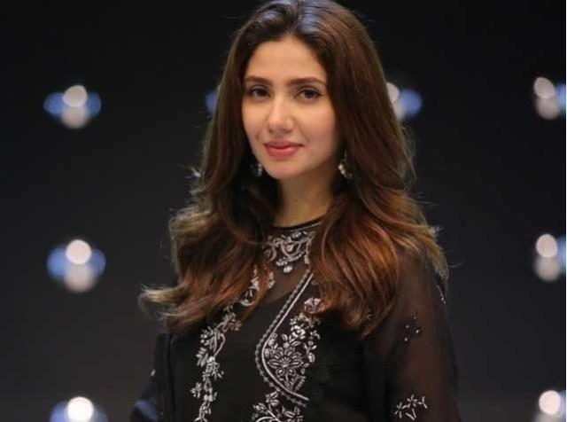 You get respect in Pakistan when you wear full dress: Mahira